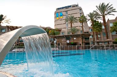 חופשה מפנקת ב-40% הנחה במלון יו קורל ביץ' קלאב אילת