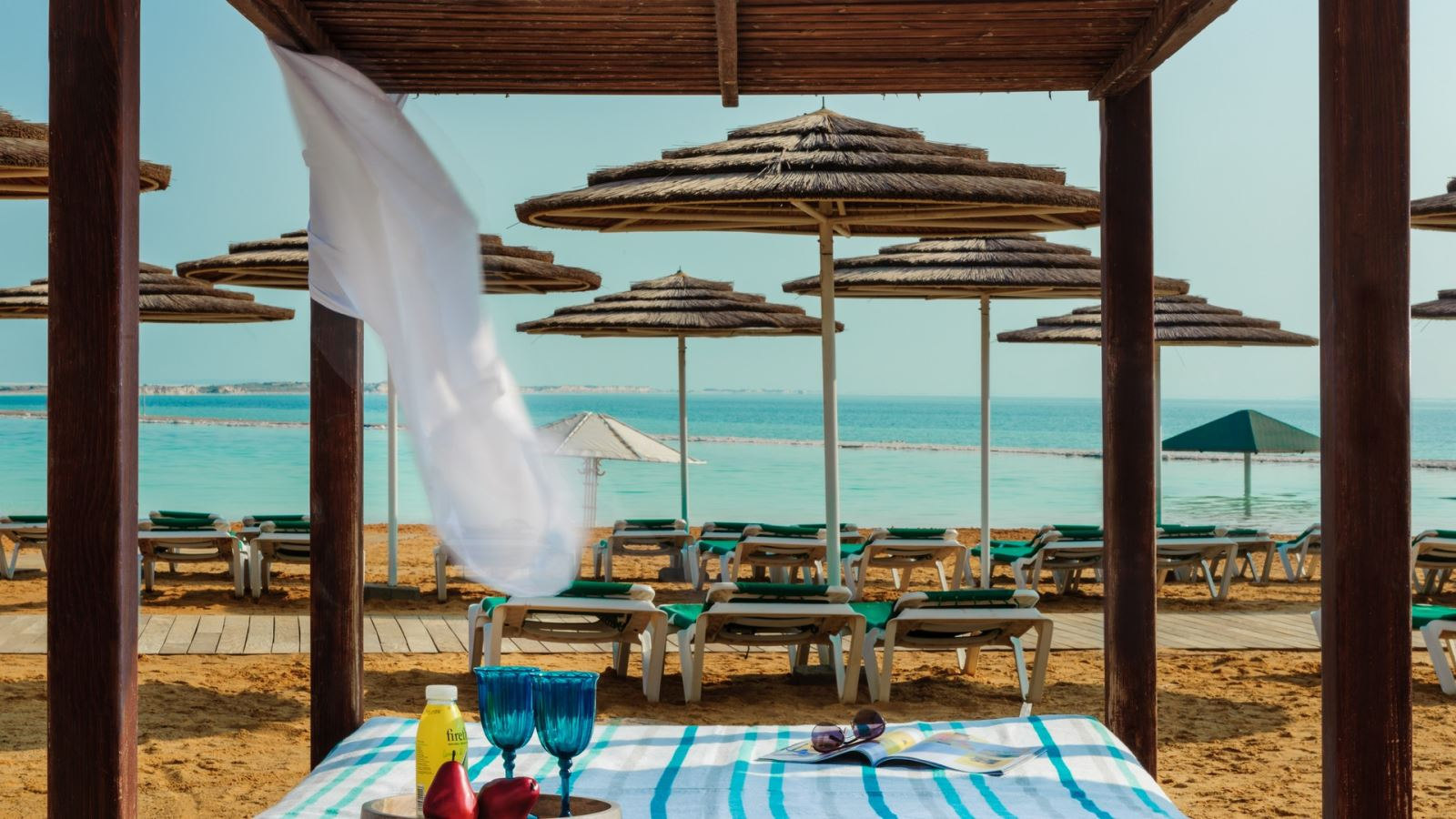 4 לילות, חופשה מושלמת על חוף הים ב-45% הנחה בלאונרדו קלאב ים המלח!,