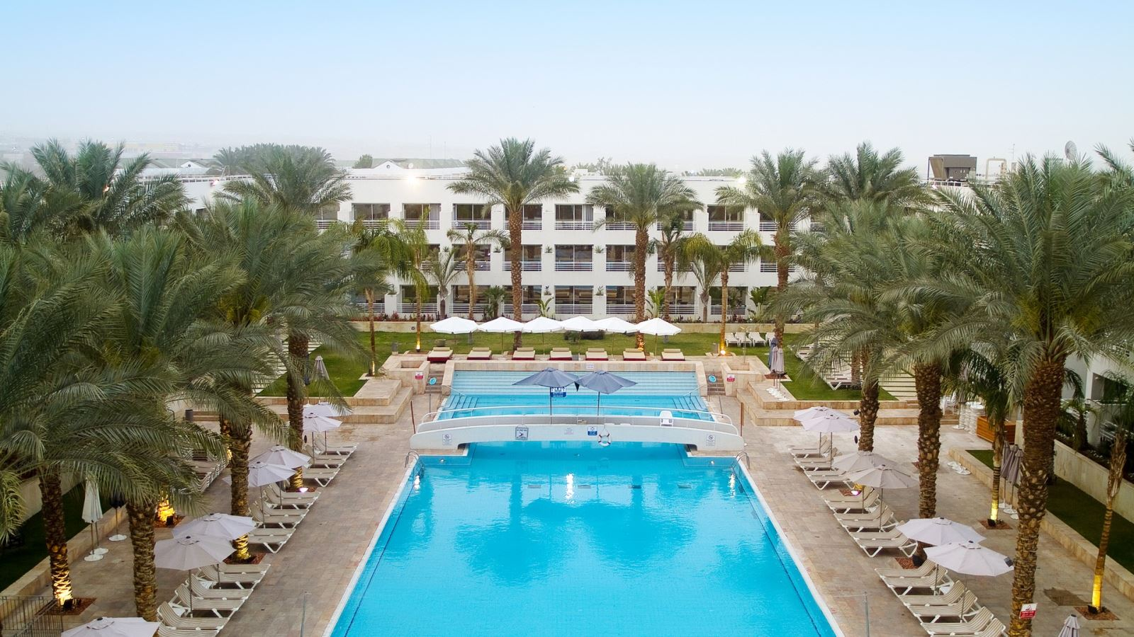 חופשה מפנקת במלון לאונרדו רויאל ריזורט אילת ב-30% הנחה!