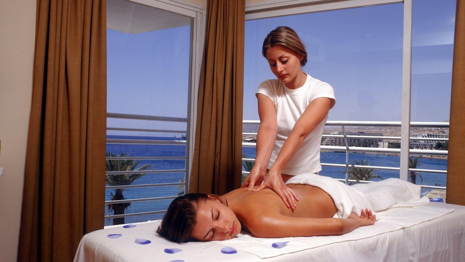 מזמינים חופשה במלון לאונרדו פלאזה אילת ונהנים מ-50% הנחה וממיקום מושלם על שפת הים!