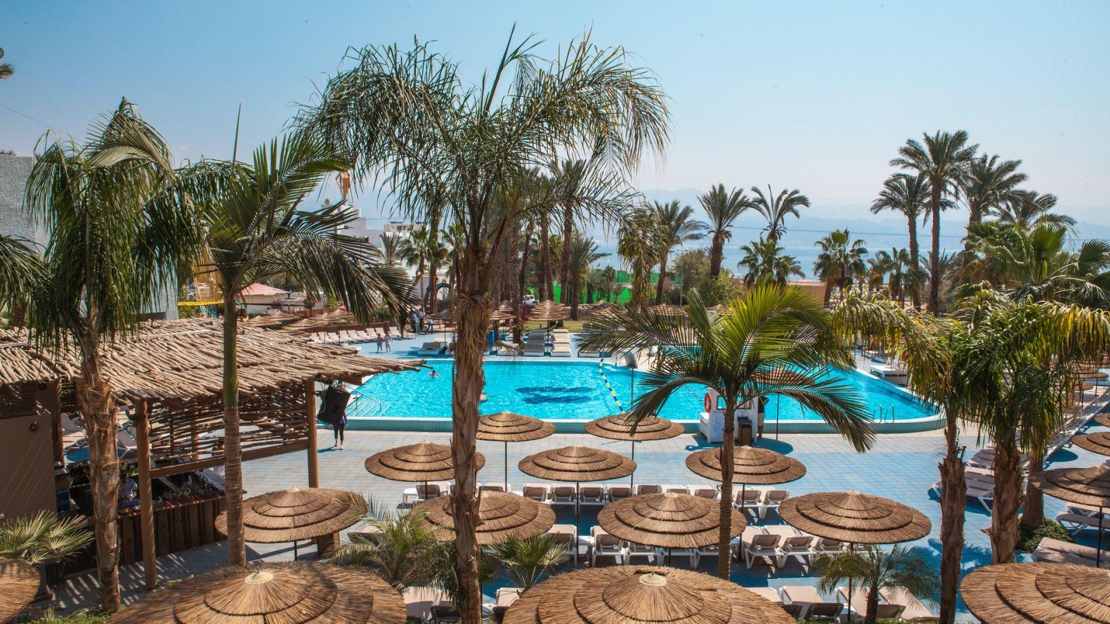חופשה מפנקת ב-50% הנחה במלון יו קורל ביץ' קלאב אילת